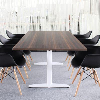 Nieuwe_design_kuipstoel_zwart_met_armleuningen9734-11772